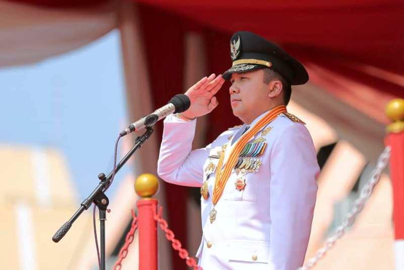 Gubernur  M. Ridho Ficardo bertindak sebagai inspektur upacara HUT RI ke-73 di Lapangan Korpri Kantor Gubernur Lampung, Jumat (17/8/2018).