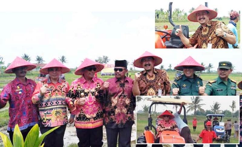 GERTAK OTT LAMPUNG: PJ Upsus Lampung Tengah, Susanto MM (ke-3 kanan) bersama Wakil Bupati H Loekman Djoyosoemarto dorong petani mewujudkan pola tanam serentak (Foto2: Humas Itjentan Kementan/Irfan)