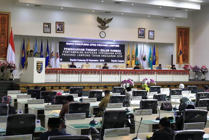 Pemerintah Provinsi Lampung tindaklanjuti hasil MoU dengan Dewan Perwakilan Rakyat Daerah. Hari ini, Selasa (25/09/2018) di Ruang Sidang utama Kantor DPRD.