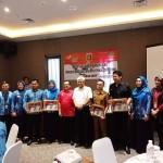 Kadis Sosial Provinsi Lampung Berikan Penghargaan Dinsos Kabupaten Penyelenggara PKH Terbaik 2018