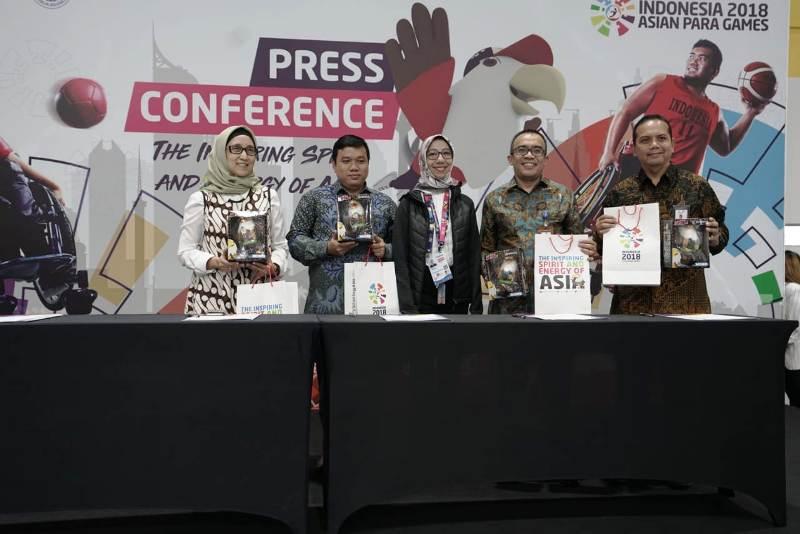 PT Perusahaan Gas Negara Tbk (PGN) yang diwakili oleh Direktur Keuangan, Said Reza Pahlevy (urutan kedua dari kanan) melakukan penandatangan official sponsor untuk perhelatan Asian Para Games 2018 pada (2/10/2018) di GBK Arena, Jakarta.