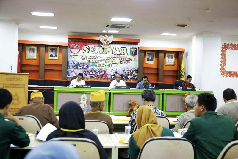 Seminar Sinergitas Penanganan Ancaman Non Militer di Provinsi Lampung, yang dilaksanakan di Ruang Sungkai Balai Keratun, Rabu (10/10/2018).
