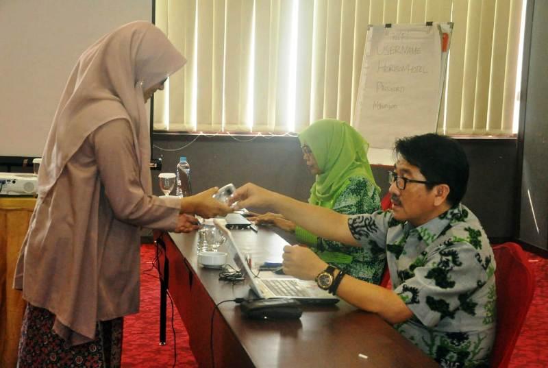 Empat peserta seleksi salon Sekretaris Daerah Provinsi (Sekdaprov) Lampung mengikuti seleksi pembuatan makalah dan wawancara, di Hotel Horison, Bandar Lampung Jumat (12/10/2018).