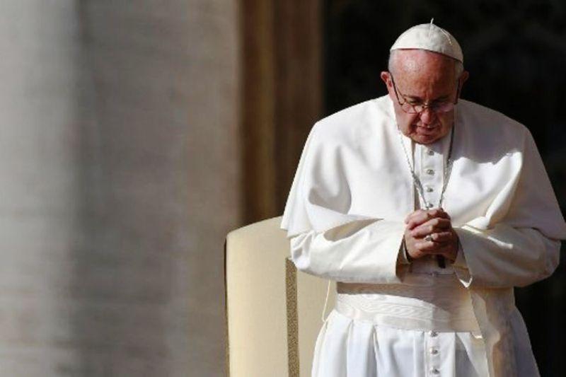 Paus Fransiskus akan berkunjung ke Bangladesh dan bertemu pengungsi Rohingya.(VINCENZO PINTO / AFP)