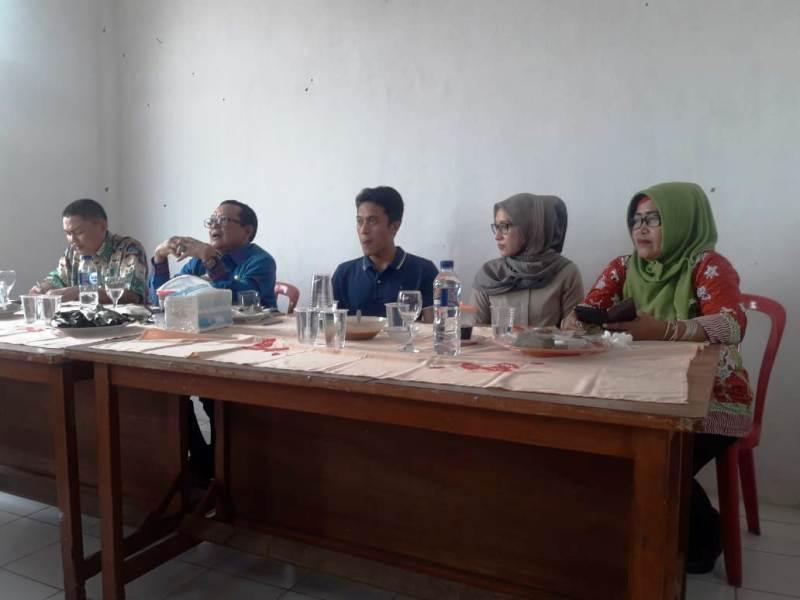 Kepala Dinas Sosial Provinsi Lampung, Sumarju Saeni memberikan arahan kepada Tenaga Kesejahteraan Sosial Kecamatan (TKSK) se-Kabupaten Tanggamus.