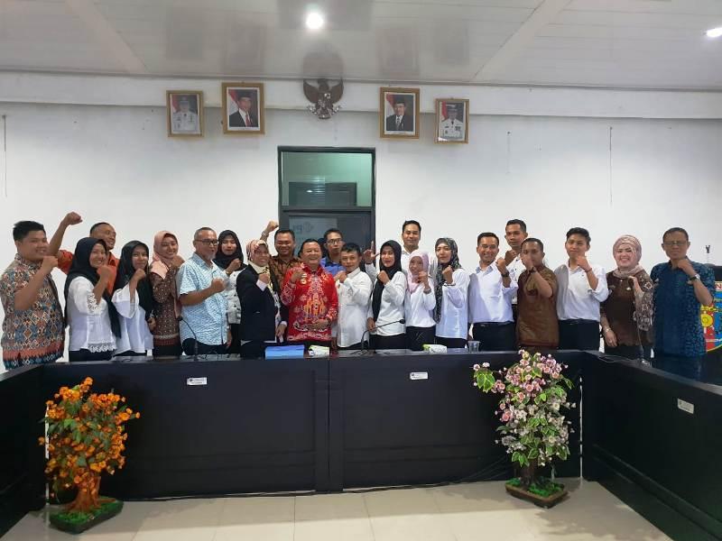 Peserta tes bersama Kepala Dinas Sosial Provinsi Lampung, Sumarju Saeni.