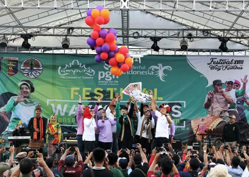 Pembukaan Festival Way Kambas XVIII, di Taman Nasional Way Kambas, Lampung Timur, Jumat (9/11/2018).