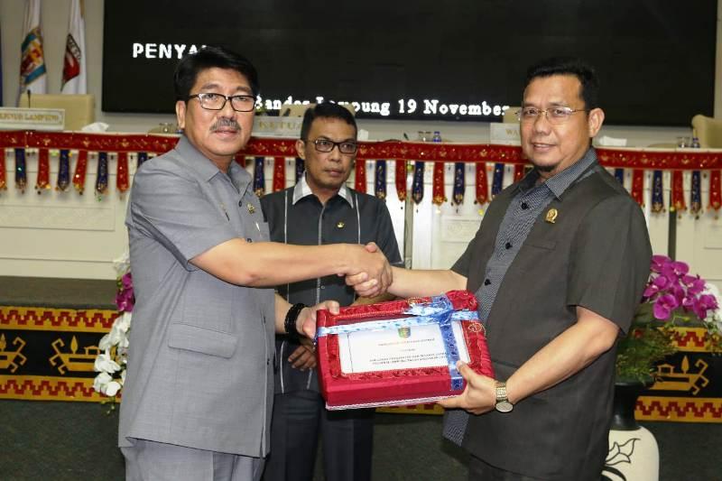 Gubernur Serahkan Nota Keuangan Raperda ABPD Lampung 2019 ke Dewan.