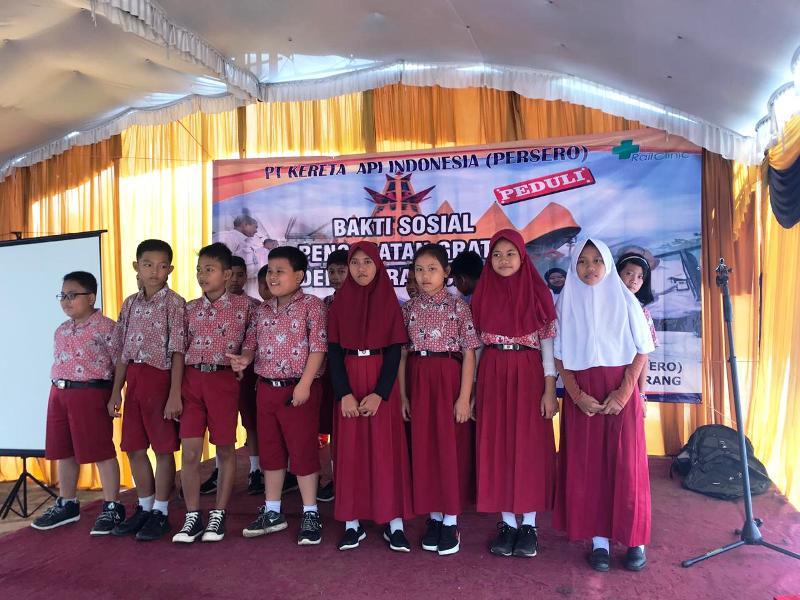 PT KAI Divre IV Tanjungkarang kembali melakukan kegiatan bakti sosial di Stasiun Paninjawan (Rabu,28/11) dan Spancar (Kamis, 29/11).