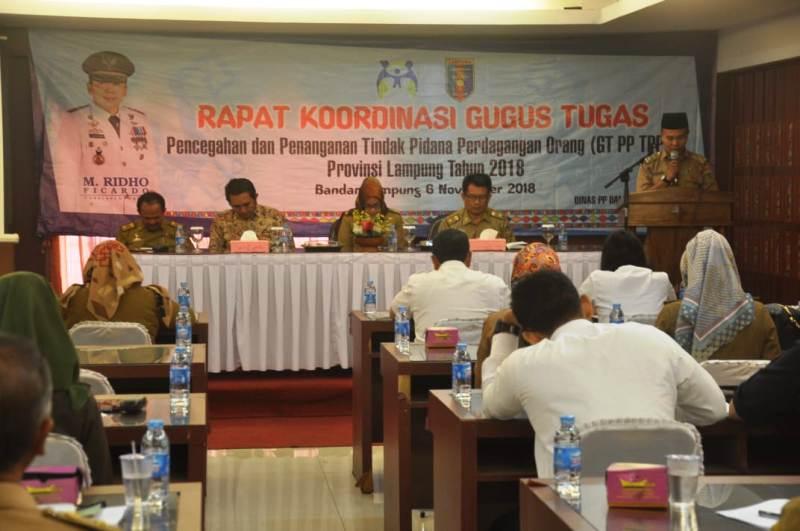Pembentukan Gugus Tugas Pencegahan dan Penanganan Tindak Pidana Perdagangan Orang dan Rencana Aksi Daerah Tahun 2018 yang diselenggarakan di Begadang Resto, Selasa (06/11/2018).