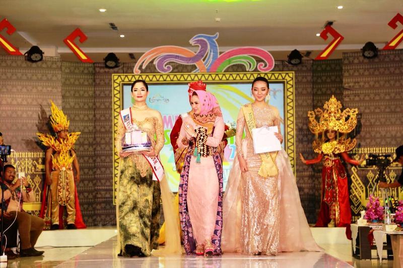 Yustin Ficardo Apresiasi Kreativitas Desainer Lampung Fashion Show 2018.