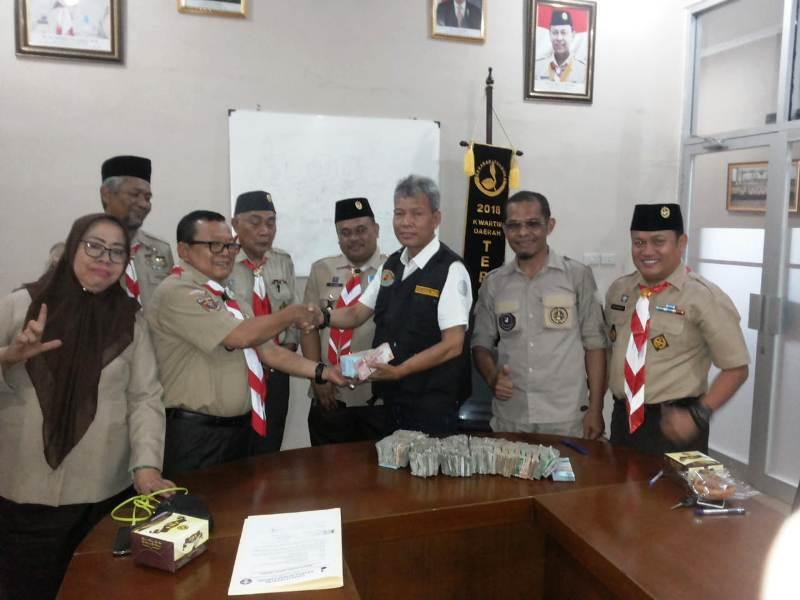Kwarcab Lampung Utara menyerahkan Bumbung Kemanusiaan dan Pakaian Layak Pakai untuk korban bencana alam gempa dan tsunami di Kota Palu, Sigi dan Donggala Provinsi Sulawesi Tengah.
