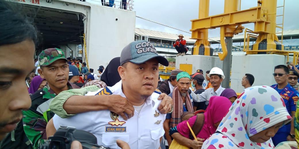 Sekitar 1.500 pengungsi dari Pulau Sebesi dan Pulau Sebuku Kabupaten Lampung Selatan tiba di Pelabuhan Bakauheni, Rabu (26/12/18) siang.