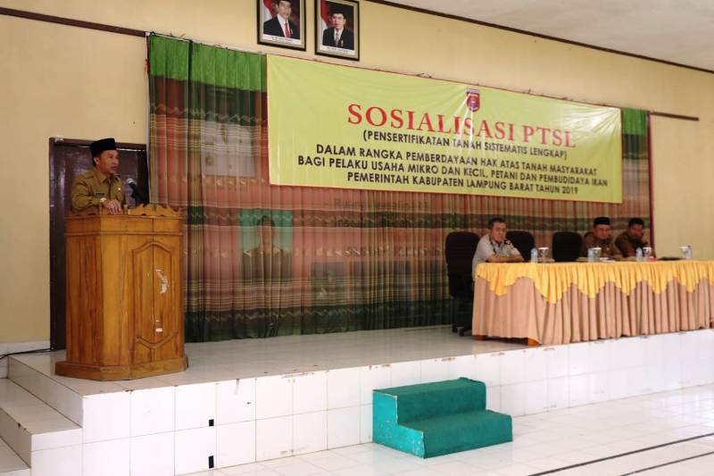 Bupati Lambar Buka Sosialisasi PTSL di Aula RSUD Alimudin Umar.