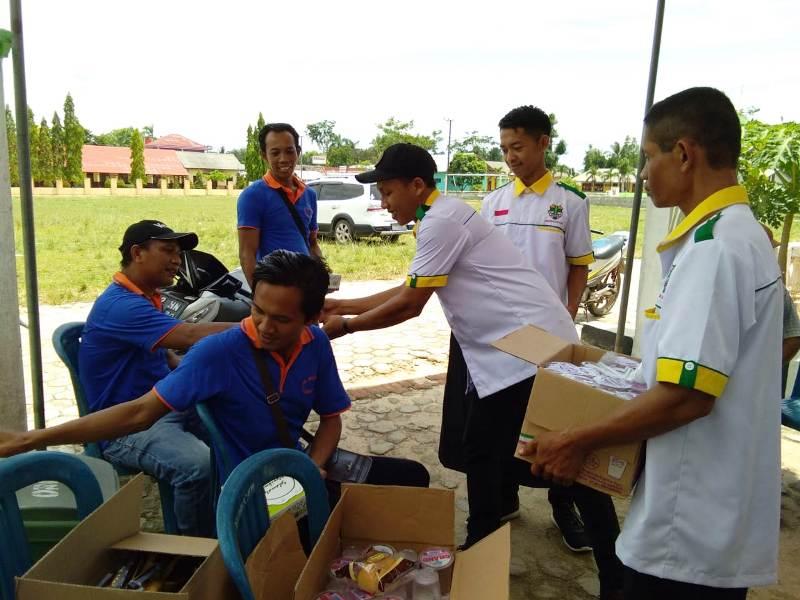 Pemuda Katolik Komcab Lampung Selatan terlibat dalam bakti sosial pengobatan gratis yang diselenggarakan besama kelompok doa El SHADDAI.