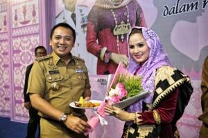 Gubernur Lampung Muhammad Ridho Ficardo dan Ketua TP PKK Provinsi Lampung Apriliani Yustin Ficardo.