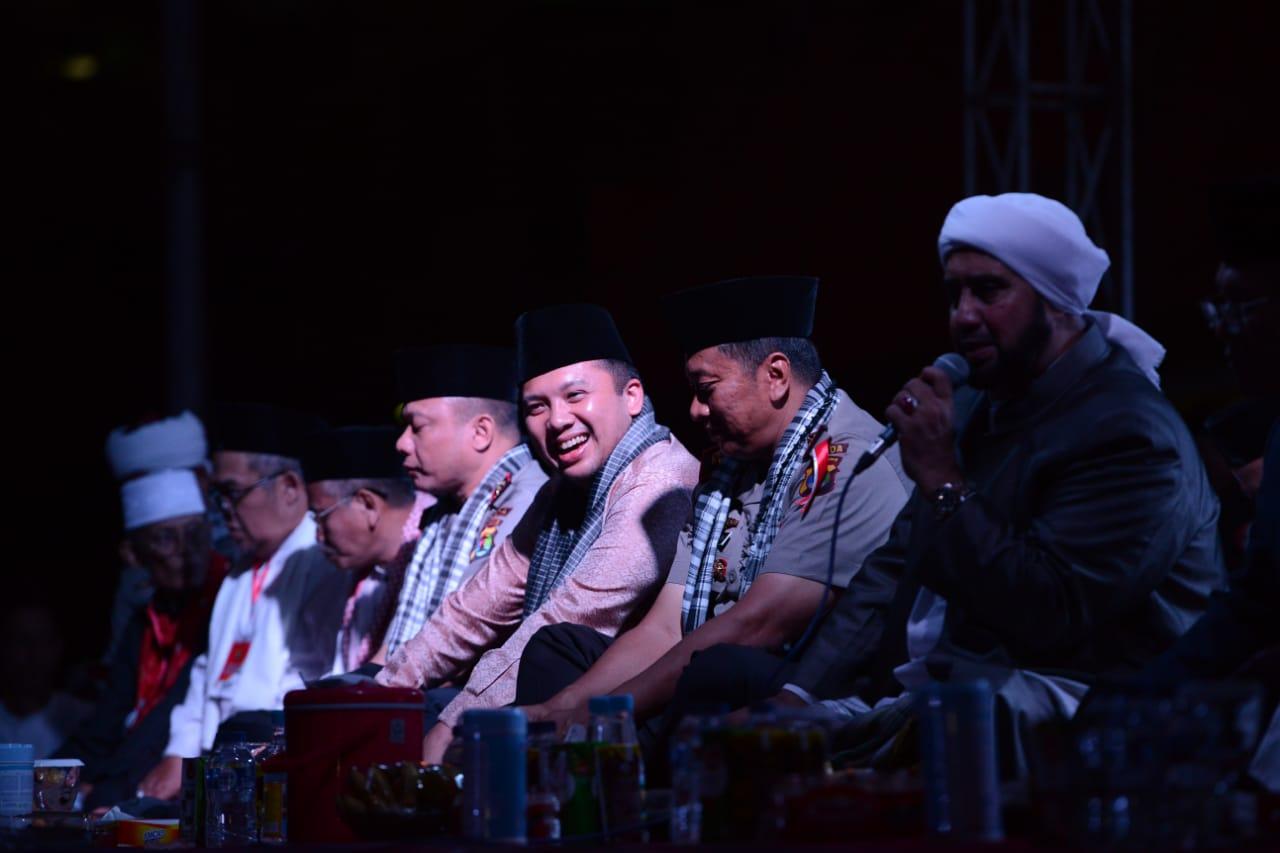 Tabligh Akbar dan Lampung Bersholawat, di Lapangan Korpri, Komplek Kantor Gubernur Lampung, Sabtu (15/12/2018) malam.