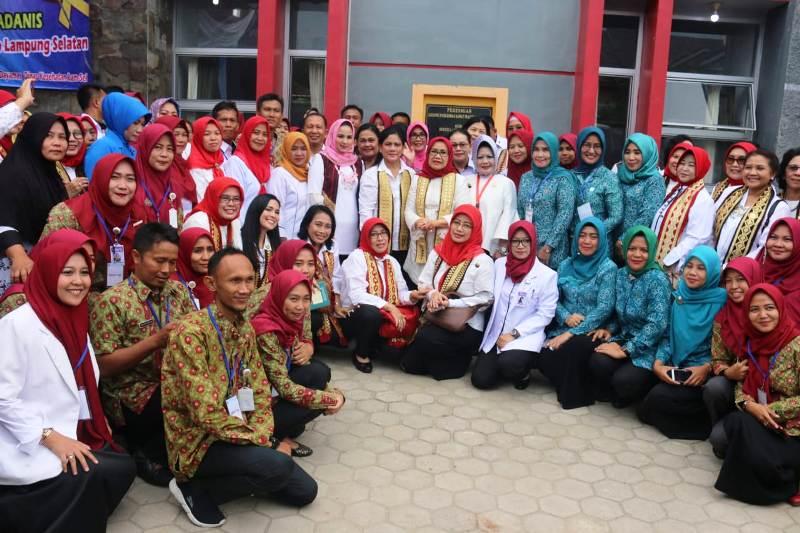 Ibu Negara Tinjau Keberhasilan Lampung Laksanakan IVA Test dan Sadanis.