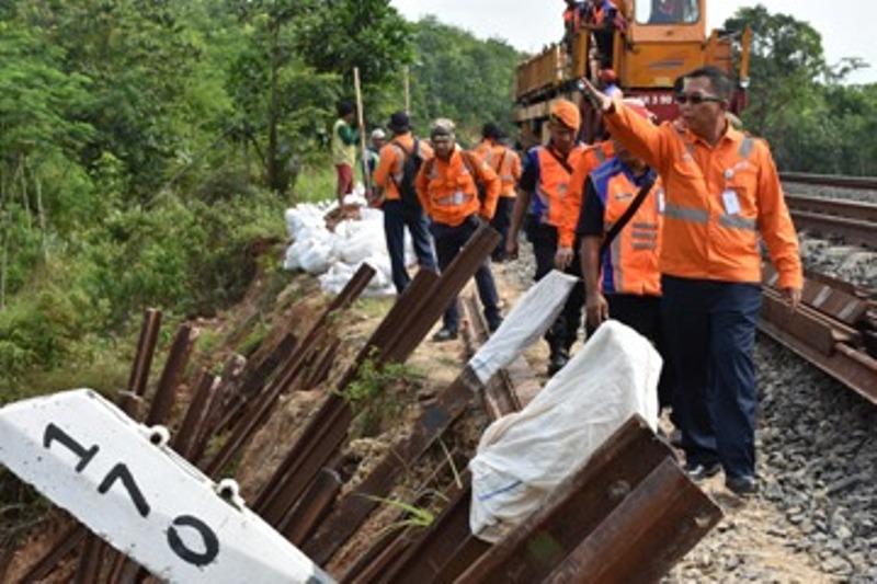 Jelang Nataru, PT KAI Divre IV melakukan cek lintas daerah rawan.