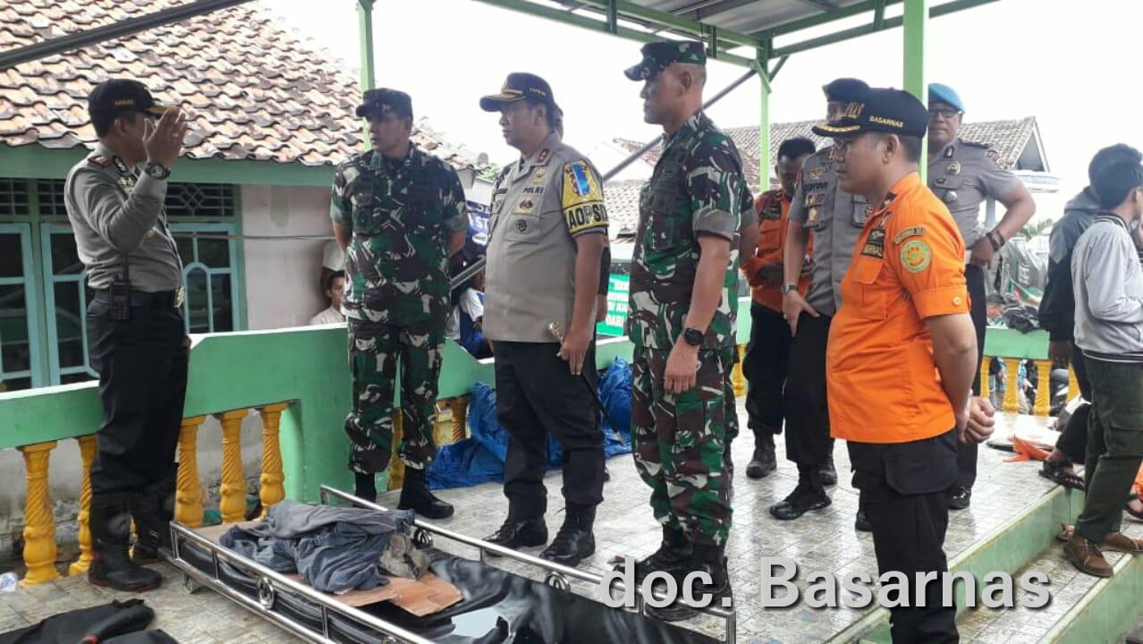 Pascabencana tsunami Lampung, Kapolda Lampung Irjen (Pol) Purwadi Arianto langsung memantau ke Kalianda, Lampung Selatan, Minggu, 23 Desember 2018.