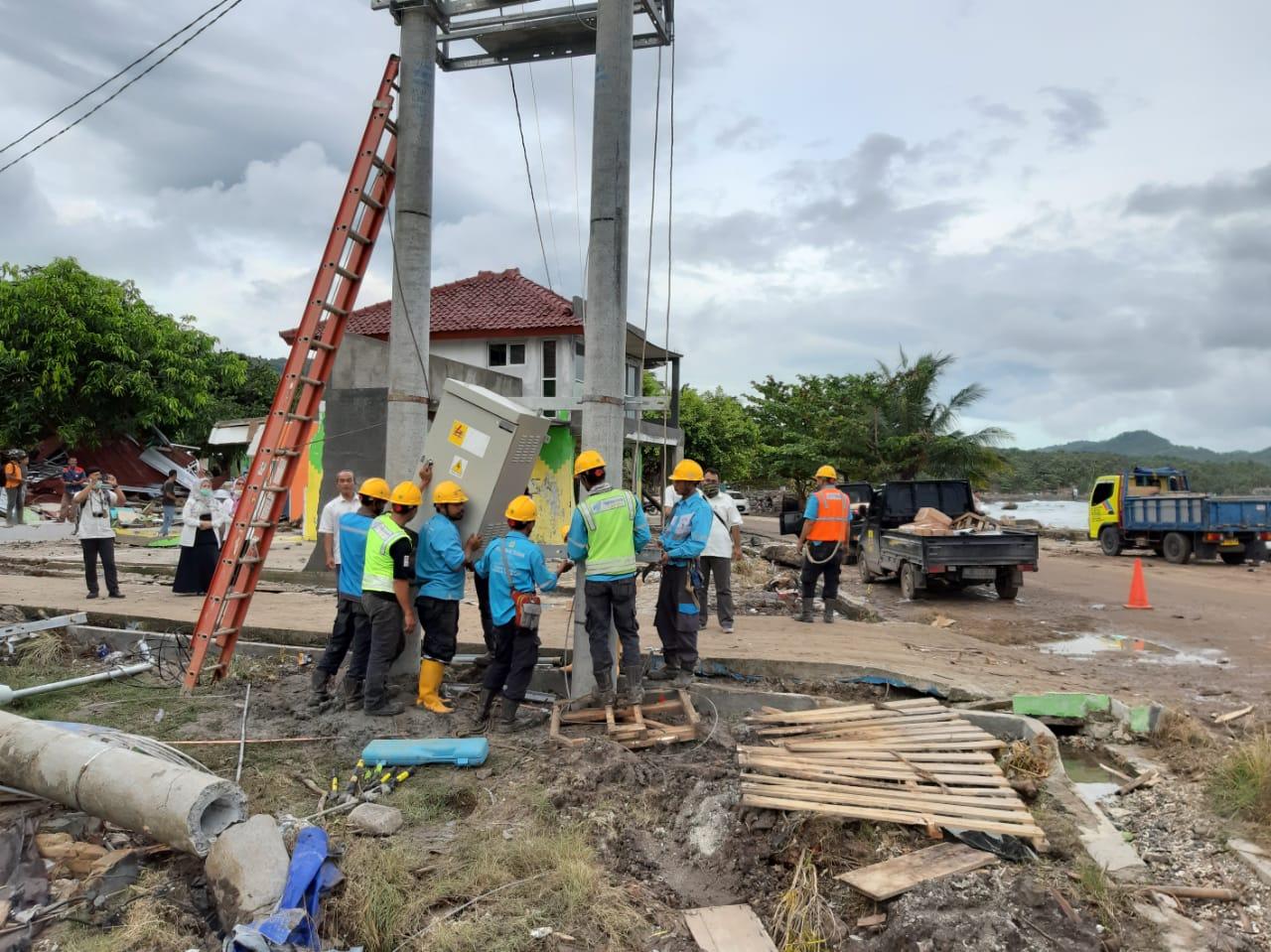 PLN mengirimkan Tim Terbaiknya, Tim Reaksi Cepat PLN yang terdiri dari 40 orang Pelayanan Teknik dan 15 orang pegawai PLN untuk melakukan pemulihan kondisi kelistrikan di Lampung Selatan. 7 mobil pelayanan teknik dan alat berat (crane) turut dikerahkan untuk mempermudah pengangkatan tiang serta jaringan PLN.
