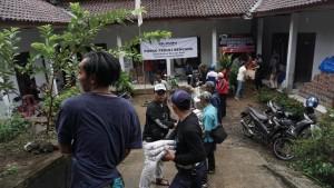 Relawan Pertamina Peduli menyalurkan bantuan tahap ke-2 , Kamis (27/12) di Kantor Kecamatan Rajabasa, Kabupaten Kalianda, Lampung Selatan.