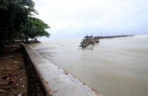 Kawasan Pantai Carita, Banten, setelah diterjang tsunami. (AFP/Demy Sanjaya)