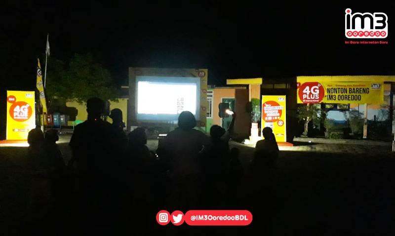 "Bekerjasama dengan masyarakat dan generasi muda setempat, Indosat Ooredoo SA Bandar Lampung bikin kegiatan nonton bareng yang memasyarakat pada Minggu 20 Januari 2019 lalu dengan nama ""Bioskop Kita""."