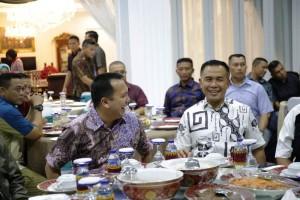 Gubernur Lampung Muhammad Ridho Ficardo melakukan ramah tamah dan makan malam bersama dengan Komandan Korps Marinir (Dankomar) Mayor Jendral TNI (Mar) Suhartono,M.Tr (Han) di Mahan Agung, Bandarlampung, Selasa (8/1/2019) malam.