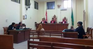 Majelis Hakim PN Kelas 1A Tanjungkarang yang diketuai, Novian Syahputra, Kamis, 24 Januari 2019, menunda sidang lanjutan kasus OTT Polres Tanggamus.