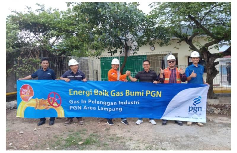 Sales Area Head PGN Lampung (SAH) Wendi Purwanto (tiga dari kiri).