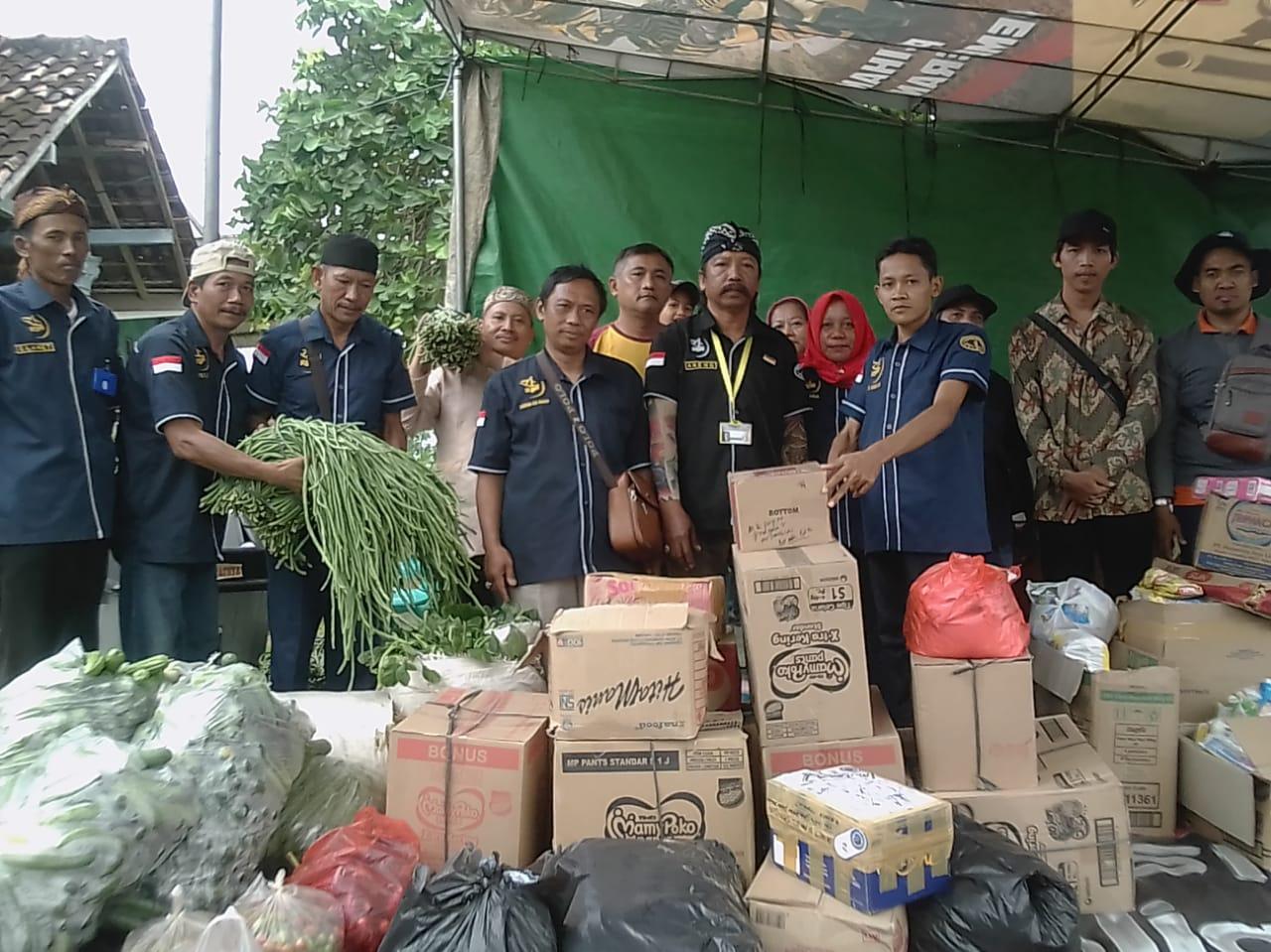 Pada Kamis, 03 Januari 2019 Paguyuban Pandemen Campursari Radio Suara Wajar Bandar Lampung menyalurkan bantuan untuk korban tsunami di Kalianda, Lampung Selatan.