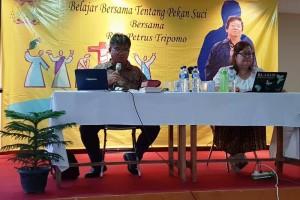 Ketua Komisi Liturgi Keuskupan Tanjungkarang, RD Petrus Tripomo (kiri).