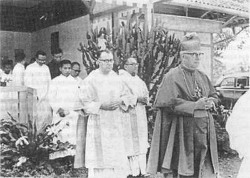Pastor Boeren bersama Uskup Hermelink.  (Sumber : wikipedia.org)