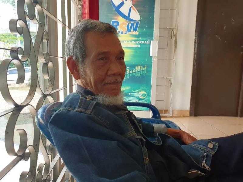Yul. Haidir Nasution (70) saat berkunjung ke Radio Suara Wajar Bandar Lampung, Kamis, 10 Januari 2019. Foto : Robert