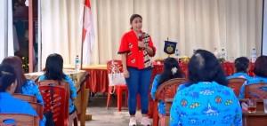 Brigita Manohara saat memberikan Pelatihan Public Speaking dan MC yang digelar Wanita Katolik RI Bakorcab Bandar Lampung di halaman Gereja Katolik Stasi St. Maria Immaculata, Way Kandis, Bandar Lampung, Minggu, 17 Februari 2019.