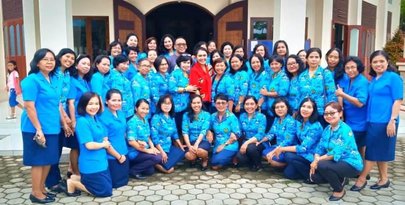 Brigita Manohara bersama Wanita Katolik RI Badan Koordinasi Cabang (Bakorcab) Bandar Lampung.