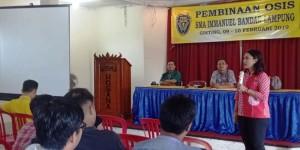 Brigita Manohara sharing kepada siswa-siswi SMA Immanuel Bandar Lampung, di Hotel VIP Gisting Tanggamus, Minggu, 10 Ferbuari 2019.