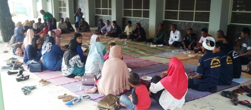 Arisan perdana yang diikuti 143 Pecinta Radio Suara Wajar diadakan di halaman Studio Radio Suara Wajar Bandar Lampung, Minggu, 10 Februari 2019.