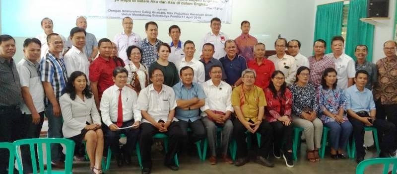 """Romo Roy bersama para caleg pada acara """"Silaturahmi Caleg Kristiani 2019"""" di Wisma Albertus, Bandar Lampung, Rabu, (20/02) lalu."""