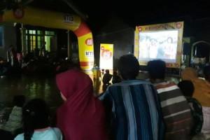 """Bekerjasama dengan masyarakat dan generasi muda setempat, Indosat Ooredoo SA Bandar Lampung bikin kegiatan nonton bareng yang memasyarakat pada Rabu, 27 Maret 2019 lalu dengan nama """"Bioskop Kita""""."""