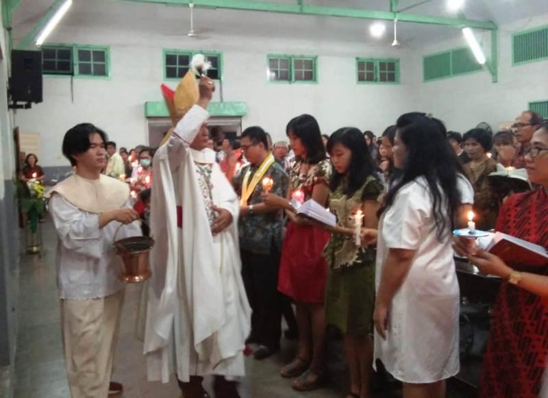 Uskup Keuskupan Tanjungkarang, Mgr. Yohanes Harun Yuwono.