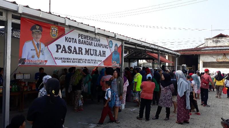 Lahan parkir Gereja Katolik Maria Ratu Damai dengan luas 2000 meter persegi dengan kanopi berukuran 20×7 meter menjadi lokasi pasar murah yang diadakan oleh Pemerintah Kota Bandar Lampung.