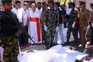 Uskup Agung Kolombo, Malcolm Ranjith melihat lokasi ledakan di dalam sebuah gereja di Negombo, Sri Lanka 21 April 2019. Serangan teror bom tersebut meledak di tiga gereja dan tiga hotel di Ibu Kota Sri Lanka, Kolombo. REUTERS/Stringer