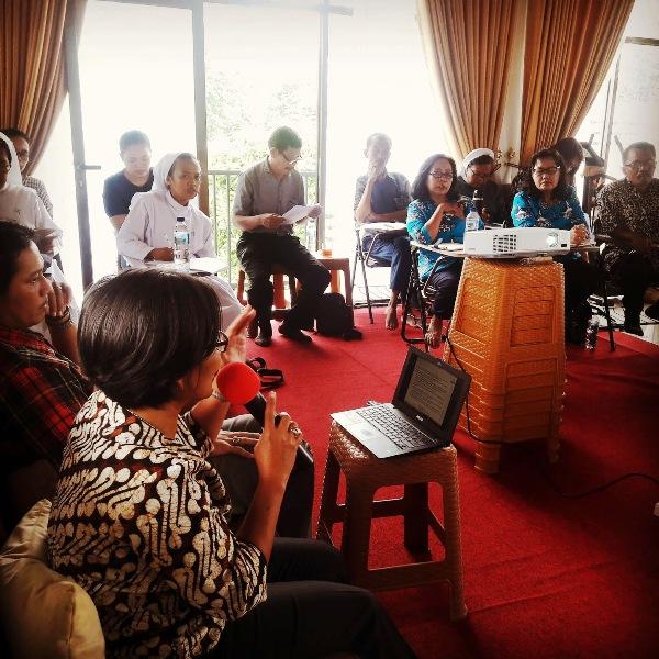 "Diskusi bertema ""Kesetaraan Perempuan dan Laki-laki dalam Keluarga sebagai Citra Allah"" diikuti oleh 20 orang dari berbagai kelompok dan kongregasi yang ada di sekitar Bandar Lampung, Lampung Selatan dan Pringsewu."