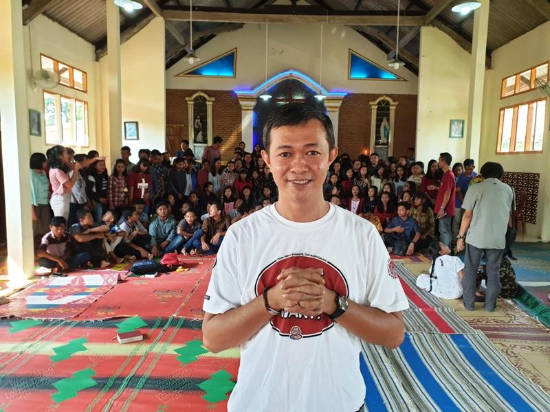 RD. George Slamet Santoso, Pastor pendamping Orang Muda Katolik (OMK) Paroki Kalirejo pada acara EKM di Gereja Santo Martinus, Stasi Tias Bangun, Kecamatan Pubian, Lampung Tengah, Minggu, 30 Juni 2019.