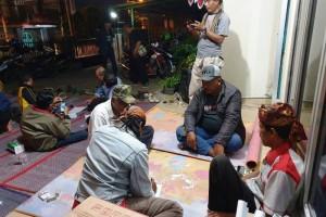 Acara digelar di halaman studio Radio Suara Wajar Bandar Lampung, Jl. Cendana No. 26 Pahoman, Bandar Lampung.