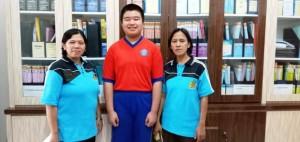 Savero Lukianto Chandra bersama gurunya di SMP Xaverius 1 Bandar Lampung.