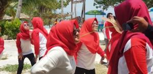 Family Gathering Puskesmas Sumur Batu, Kecamatan Teluk Betung Utara dilaksanakan di Pulau Tegal Mas, Pesawaran pada Minggu, 20 Oktober 2019 seharian.