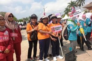 Kontingen Wanita Katolik RI Bakorcap Bandarlampung pada acara pembukaan Pekan Olahraga Perempuan (POP) 2019 Fatayah NU di PKOR Way Halim, Kamis, 26 September 2019.